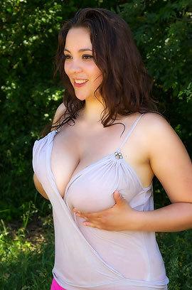 Natural Huge Boobed Anny Zemly