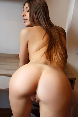 Avery Tasty Ass